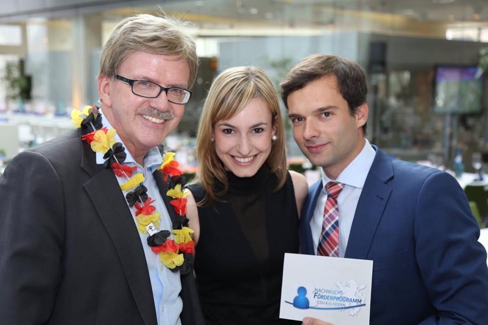 Thomas Mann mit Paulie Gutmann und Daniel Georgi von der JU Hessen
