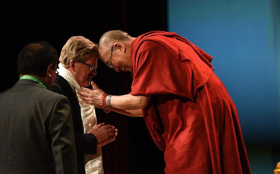 Thomas Mann empfängt seine Heiligkeit den Dalai Lama in Frankfurt